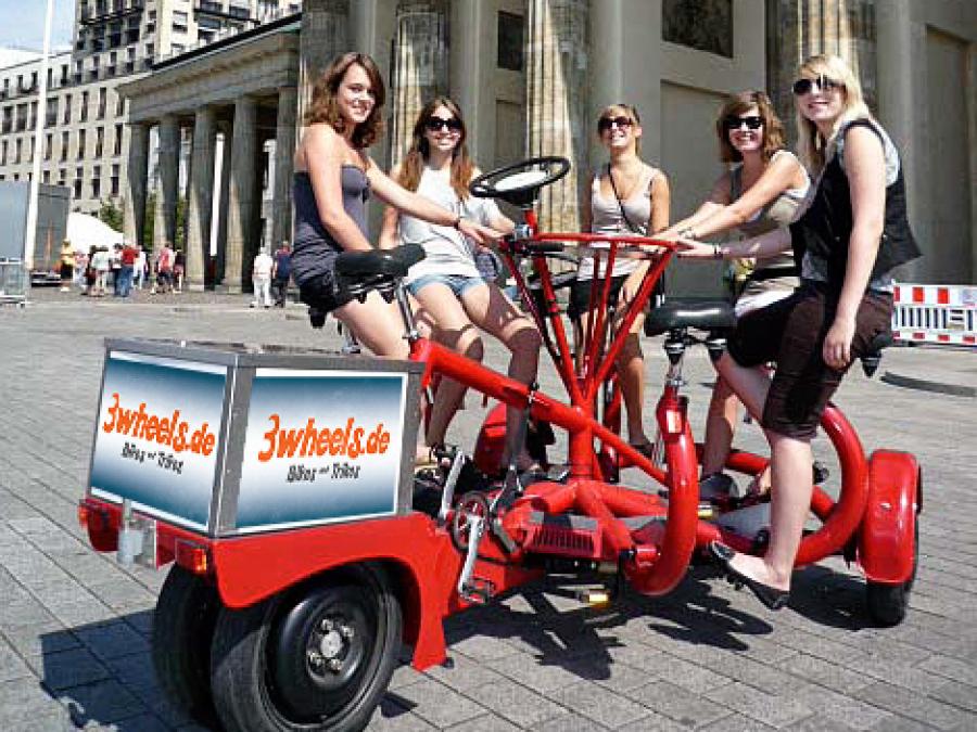 Touren und Sightseeing auf Berlin Fun - Bikes - Wunschtour mit Guide auf Berlin Conference Bike