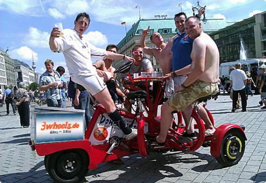 funbike berlin partybike berlin bachelor party berlin junggesellen abschiedsparty berlin 3wheels