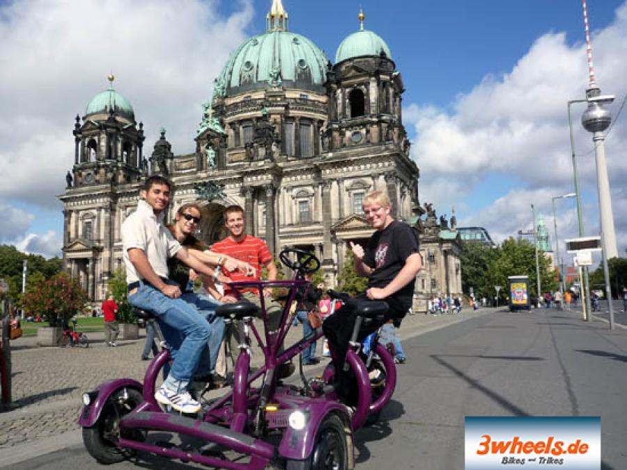 FunBike vor Berliner Dom - 3wheels.de
