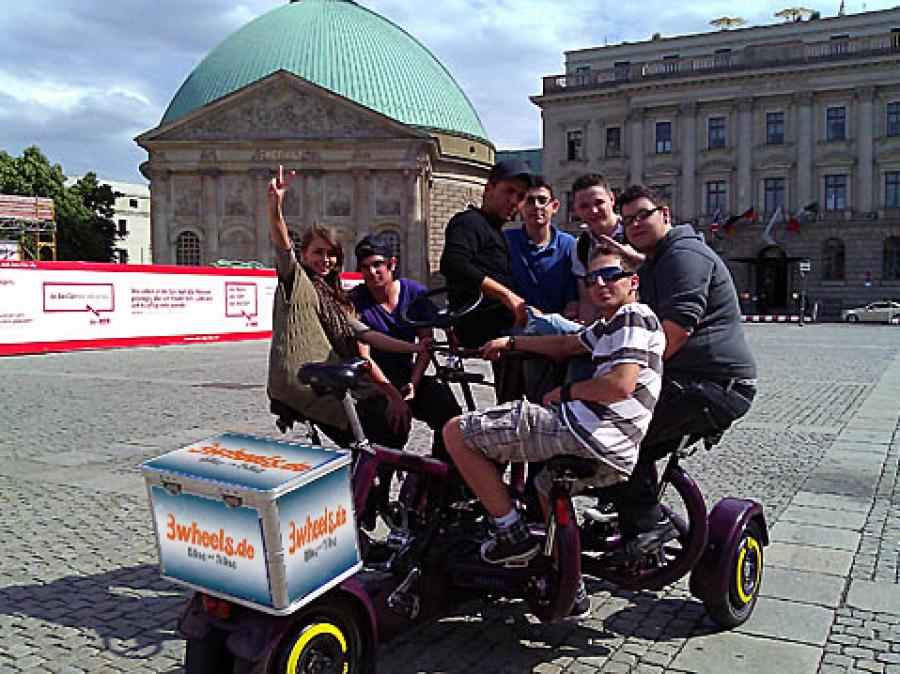 ConferenceBike TeamBike Berlin - geführte Fahrradtour - Bebelplatz - 3wheels.de