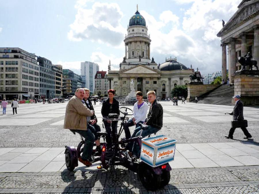 Gruppenfahrrad - Team Fahrrad Berlin Gendarmenmarkt - 3wheels.de