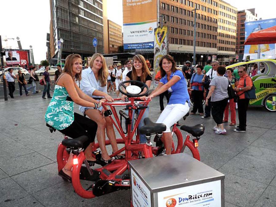 Potsdamer Platz mit FunBike - Karussell Fahrrad - geführte Stadttour - 3wheels.de