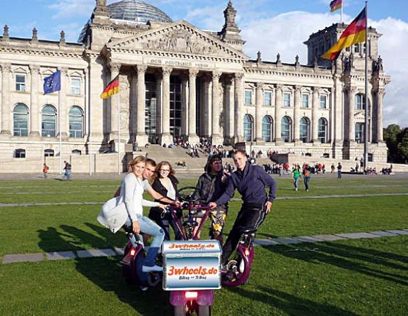 Reichstag mit Berlin Gruppenrad Spaß auf dem Conference-Bike Berlin
