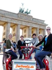 Berlin Tourismus - Tour auf 7 Sitzer Gruppen Fahrrad - TeamBike Berlin - 3wheels.de