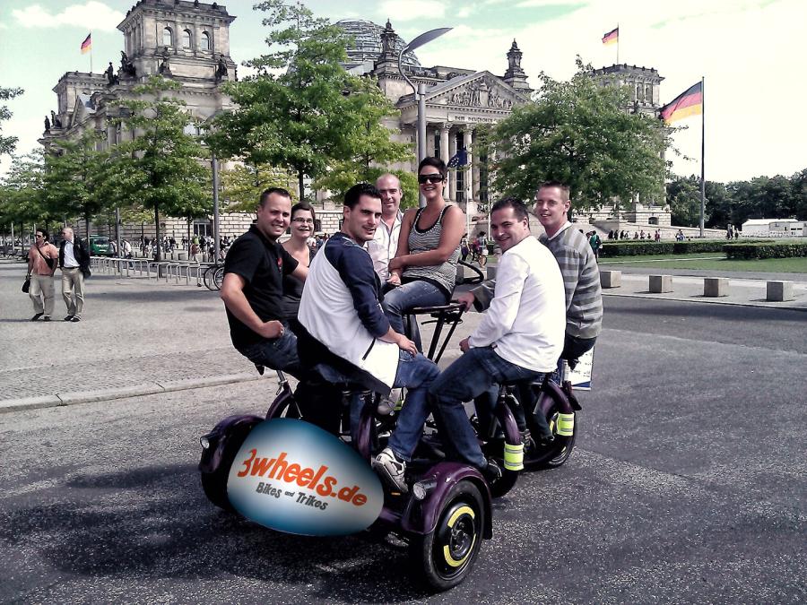 Betriebsausflug mit kreisrundem TeamBike - Konferenzfahrrad Berlin Stadtrundfahrt - 3wheels.de