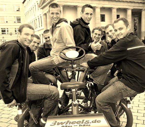gesellige Runde auf kreis rundem sieben Personen Fahrrad (7 Sitzer Conference Bike) Pariser Platz