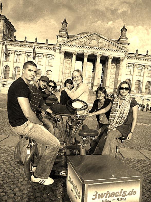 Berlin ConferenceBike Tour Reichstagsgebäude Berlin (geführte Radtour Berlin auf Conference Bike)